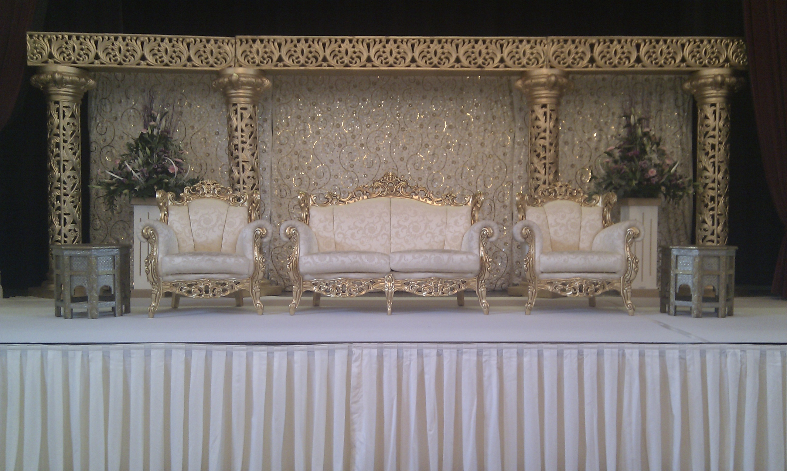 Mehandi designs world wedding stages formats and for Arabic wedding stage decoration